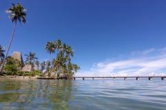 Paisagem de uma praia tropical na península de Savusavu no lev de Vanua Foto de Stock