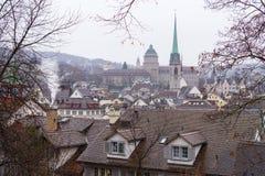 Paisagem de Zurique com uma igreja Imagens de Stock Royalty Free