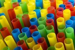 Paisagem disparada de palhas bebendo coloridas Fotos de Stock Royalty Free
