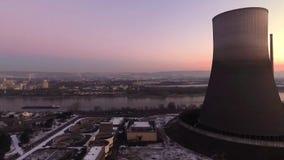 Paisagem do alvorecer do nascer do sol do por do sol do central nuclear do inverno do zangão de Aearial filme