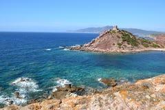Paisagem do beira-mar e torre de vigia medieval Fotografia de Stock
