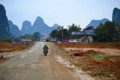 Paisagem do cársico, montes de Yangshuo, Guilin, Guangxi, China imagens de stock