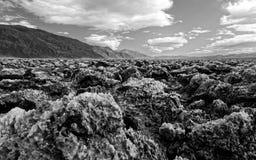 Paisagem do campo de golfe do diabo, parque nacional de Vale da Morte, Califórnia em preto e branco fotos de stock royalty free