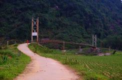 Paisagem do campo de Quang Binh com montanha surpreendente Fotografia de Stock