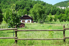 Paisagem do campo do verde da casa Foto de Stock