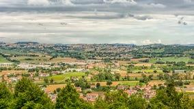 Paisagem do campo dos marços em Itália Vista do terraço do santuário da casa santamente da cidade de Loreto imagem de stock