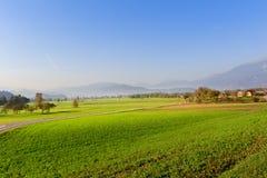 Paisagem do campo no Eslovênia, vizinhança sangrada foto de stock royalty free