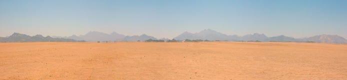 Paisagem do deserto às montanhas Imagem de Stock Royalty Free