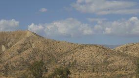 Paisagem do deserto com as nuvens bonitas filme