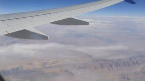 Paisagem do deserto da montanha, vista superior do avião filme