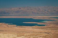 Paisagem do deserto de Judaean e do Mar Morto foto de stock