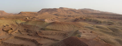 Paisagem do deserto em torno do Kasbah Ait Benhaddou Imagens de Stock