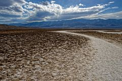 Paisagem do ermo, o Vale da Morte, Califórnia imagem de stock
