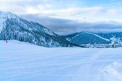 Paisagem do inverno com os cumes cobertos de neve em Seefeld, Áustria fotografia de stock royalty free