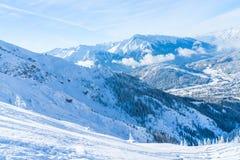 Paisagem do inverno com os cumes cobertos de neve em Seefeld, Áustria imagens de stock royalty free