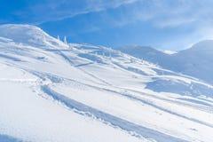 Paisagem do inverno com os cumes cobertos de neve em Seefeld, Áustria fotografia de stock