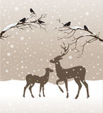 Paisagem do inverno da neve com dois cervos e pássaros Fotos de Stock Royalty Free