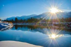 Paisagem do inverno da reflexão do alargamento de Sun Foto de Stock