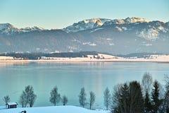 Paisagem do inverno de Forggensee do lago fotos de stock royalty free