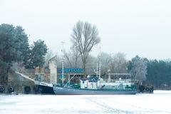 Paisagem do inverno Estação do rio Energodar, Ucrânia fotografia de stock