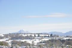 Paisagem do inverno focalizada na montanha da Puy-de-abóbada Imagem de Stock