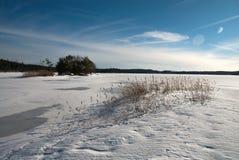 Paisagem do inverno na costa oeste na Suécia imagem de stock royalty free