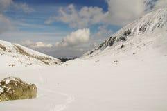 Paisagem do inverno na montanha de Retezat, Romania fotografia de stock royalty free