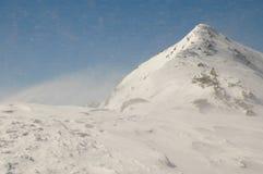 Paisagem do inverno na montanha de Retezat, Romania fotografia de stock