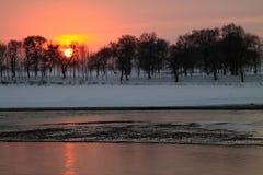 Paisagem do inverno no por do sol Foto de Stock