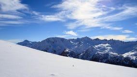 Paisagem do inverno nos cumes de Lepontine Fotos de Stock Royalty Free