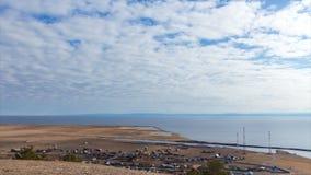 Paisagem do Lago Baikal Cenário magnífico Céu azul e nuvens Lapso de tempo filme
