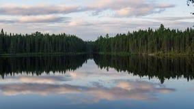 Paisagem do lago & da floresta em Quebeque, Canadá Fotos de Stock Royalty Free