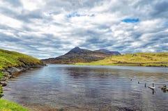 Paisagem do lago e das montanhas Imagem de Stock Royalty Free