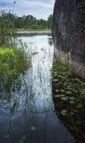 Paisagem do lago ladoga Parede de pedra litoral enorme fotografia de stock