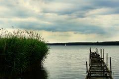 Paisagem do lago Miedwie, Stargard, Polônia fotografia de stock