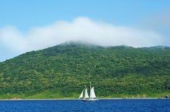 Paisagem do mar com um barco. Foto de Stock Royalty Free