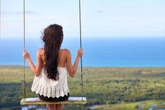 Paisagem do mar com uma menina no balanço Imagem de Stock