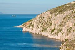 Paisagem do mar - costa no console Hvar em Croatia fotos de stock