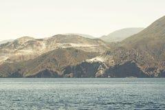 Paisagem do mar e das montanhas Foto de Stock
