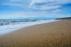 Paisagem do mar do inverno em Turquia no mar Mediterrâneo Imagens de Stock Royalty Free