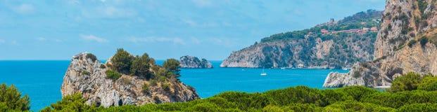 Paisagem do mar Tyrrhenian, Campania, Itália fotografia de stock