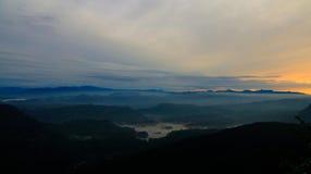 Paisagem do nascer do sol sobre o pico aka Sri-Pada de Adams Sri Lanka Fotografia de Stock Royalty Free