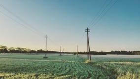 Paisagem do nascer do sol de um campo com landpoles imagens de stock