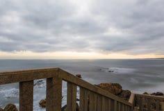 A paisagem do oceano, Capela faz Senhor a Dinamarca Pedra fotografia de stock royalty free