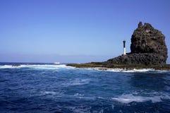 Paisagem do oceano com uma rocha fotografia de stock