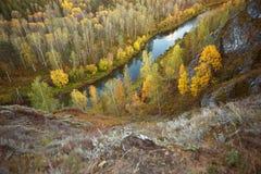 Paisagem do outono: árvores, rio, vista de uma altura fotografia de stock royalty free