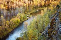 Paisagem do outono: árvores, rio, vista de uma altura foto de stock