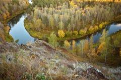 Paisagem do outono: árvores, rio, vista de uma altura fotos de stock