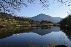 Paisagem do outono com lago Fotografia de Stock