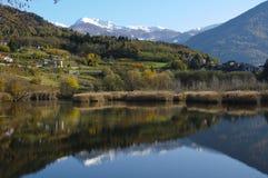 Paisagem do outono com lago Foto de Stock Royalty Free